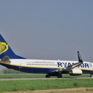 Il Tribunale con Ryanair: non deve versare i contributi all'Inps