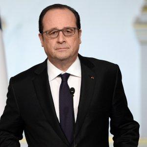 Terrorismo, Hollande rinuncia a revocare la nazionalità agli accusati di attentati