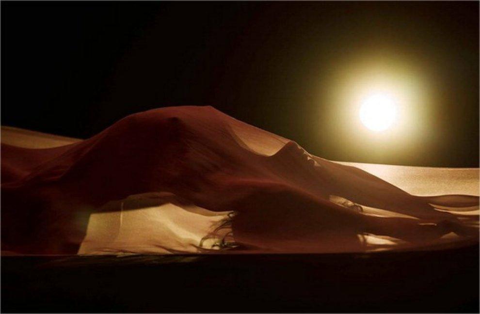 Rihanna a nudo nel videoclip: solo un velo sulla pelle
