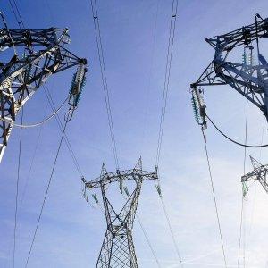 Energia, calano le bollette: meno 10% il gas e meno 5% l'elettricità