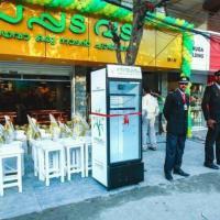 India, un frigo davanti al ristorante: così si ricicla e si condivide il cibo