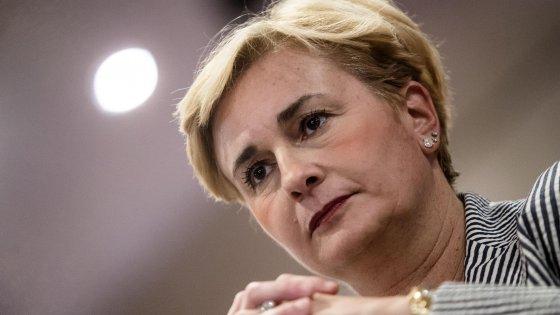 """La ministra Guidi si è dimessa per l'intercettazione con il compagno: """"Domani passa l'emendamento"""""""