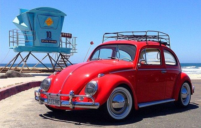 Maggiolini e i pulmini Volkswagen diventano macchine elettriche