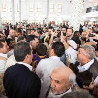 Libia, Serraj nella moschea, in piazza e nei bar a Tripoli
