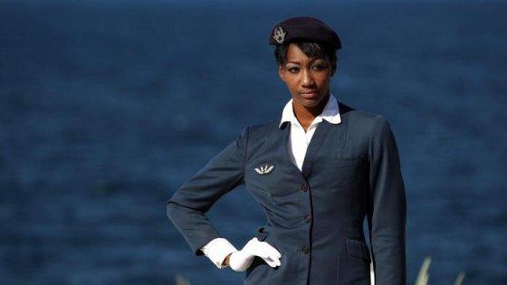 Le hostess di Air France dicono 'No' ai pantaloni e al velo sui voli per l'Iran