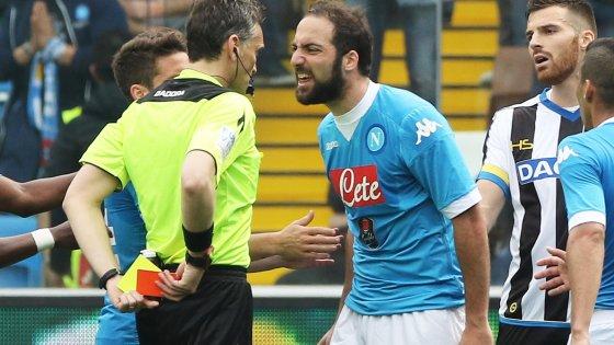 Udinese-Napoli 3-1: Higuain espulso perde la testa, è quasi addio allo scudetto