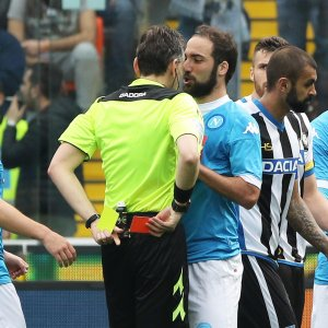 Il Napoli prova a reagire: ''Ripartiamo più forti di prima''. Ma Higuain rischia la stangata