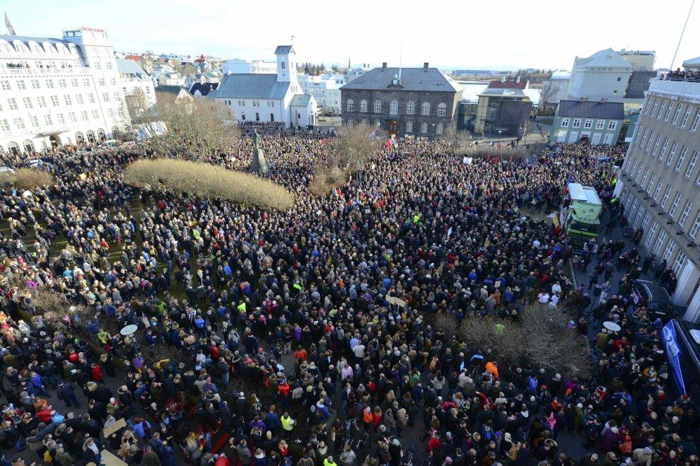 Panama Papers, protesta a Reykjavik: islandesi chiedono dimissioni del premier