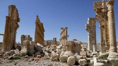 """A Palmira con il figlio del martire del museo: """"Ucciso perch� difendeva l'arte"""""""