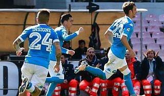 Napoli-Verona 3-0, Gabbiadini fa l'Higuain: gli azzurri non mollano lo scudetto