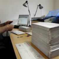 Dalle auto alle fotocopie, così gli uffici pubblici pagano di più. E buttano via 20 miliardi