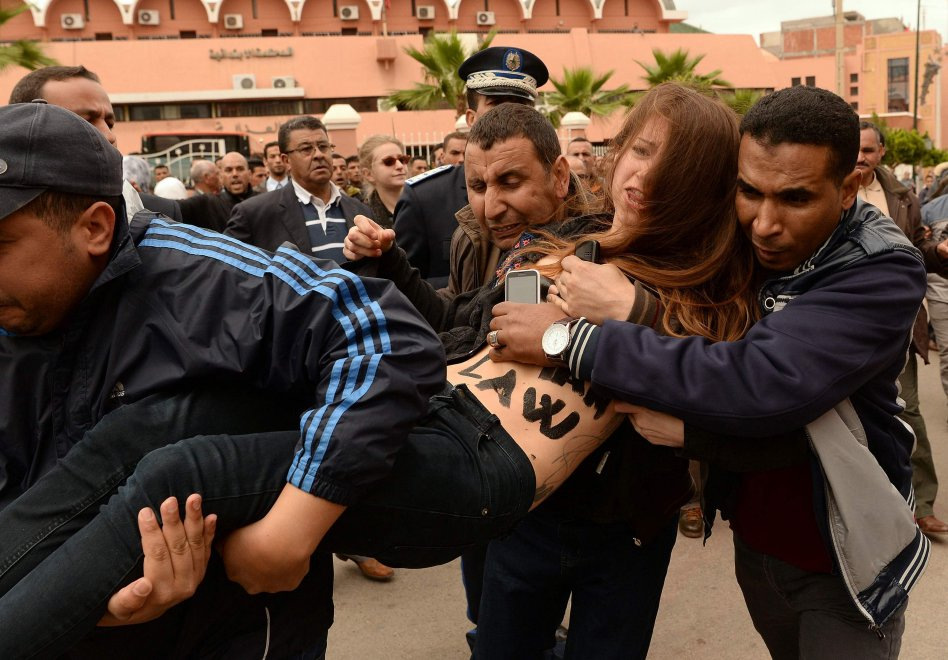Marocco, processo a un omosessuale: due attiviste Femen arrestate