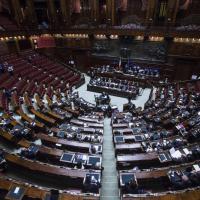 Riforme, opposizioni escono quando parla Renzi: l'Aula è semideserta