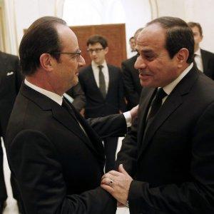 Regeni, oggi il summit con l'ambasciatore. Ma Al Sisi rafforza l'intesa con la Francia