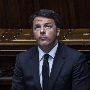 """Renzi a Teheran incontra Rohani: """"Molte occasioni di business. Follia dire che tutti islamici sono terroristi"""""""