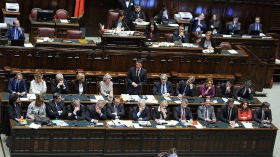 Riforma costituzionale, via libera della Camera: addio al bicameralismo perfetto. Ora il referendum