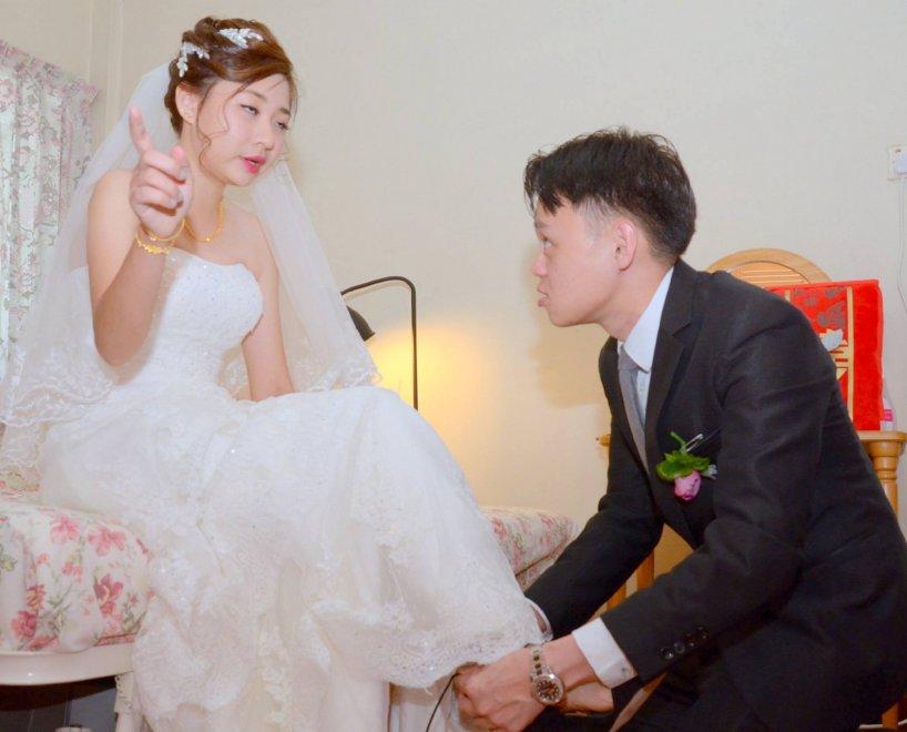 Singapore: scatti sono orrendi, fotografo si scusa. E il matrimonio diventa virale
