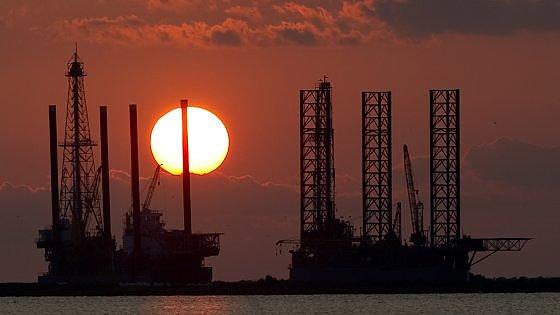 Petrolio, l'attesa per Doha vale 5 dollari al barile. Già escluso un taglio alla produzione