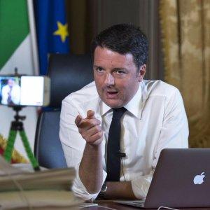 """Trivelle, Renzi: """"È un referendum bufala"""". I no triv contro Napolitano"""