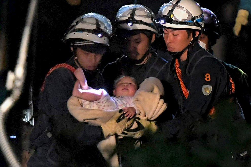 Terremoto Giappone, salvata dalle macerie neonata di otto mesi