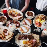 Los Angeles, al Nighthawk si fa colazione tutta la notte: latte al posto della birra