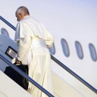 Migranti, il Papa in viaggio verso Lesbo