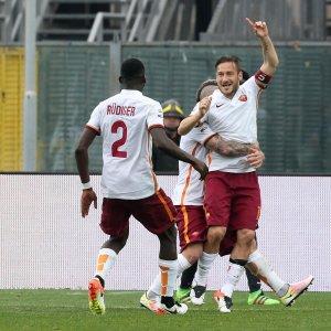 Roma, Totti è ancora determinante: ma Spalletti non ci sta. Alta tensione e lite tra i due