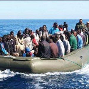 """Migranti, nel Mediterraneo si rovescia barcone: """"Centinaia a bordo, 200 morti"""""""