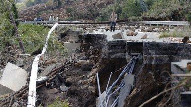Giappone, timore altre scosse: evacuati 250 mila abitanti. Stop a produzione in grandi aziende