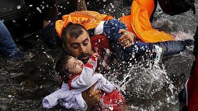 Pulitzer 2016 a Reuters e New York Times per le foto sui migranti  -   Le immagini