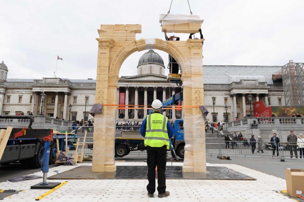 Gb, l'omaggio di Londra a Palmira: a Trafalgar la replica dell'Arco distrutto dall'Is