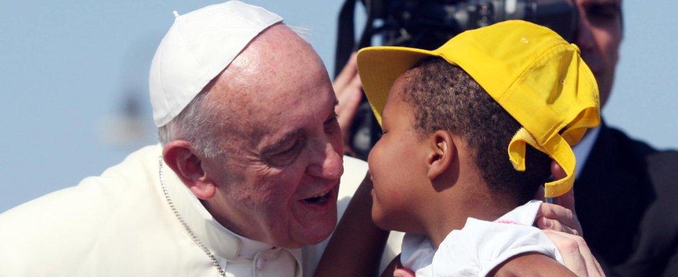 """Papa ai migranti: """"Perdonateci, siete un dono non un peso"""" 130830198-f9a0f0fd-2d46-456f-a733-0bd1931e07c2"""