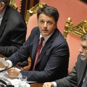 """In Senato bocciate le sfiducie al governo. Renzi: """"Basta barbarie legate al giustizialismo"""""""
