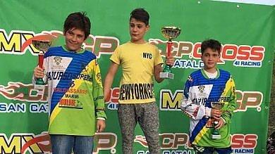 Motocross, 12enne campione di fair play: il rivale ai box per errore, lui vince e gli cede il podio