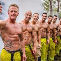 Calendario Pompieri Americani.Australia Il Calendario Dei Pompieri In Posa Per Aiutare