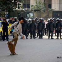 Proteste e arresti in Egitto, diventa un 'simbolo' il giovane che sfidò la polizia con lo skate