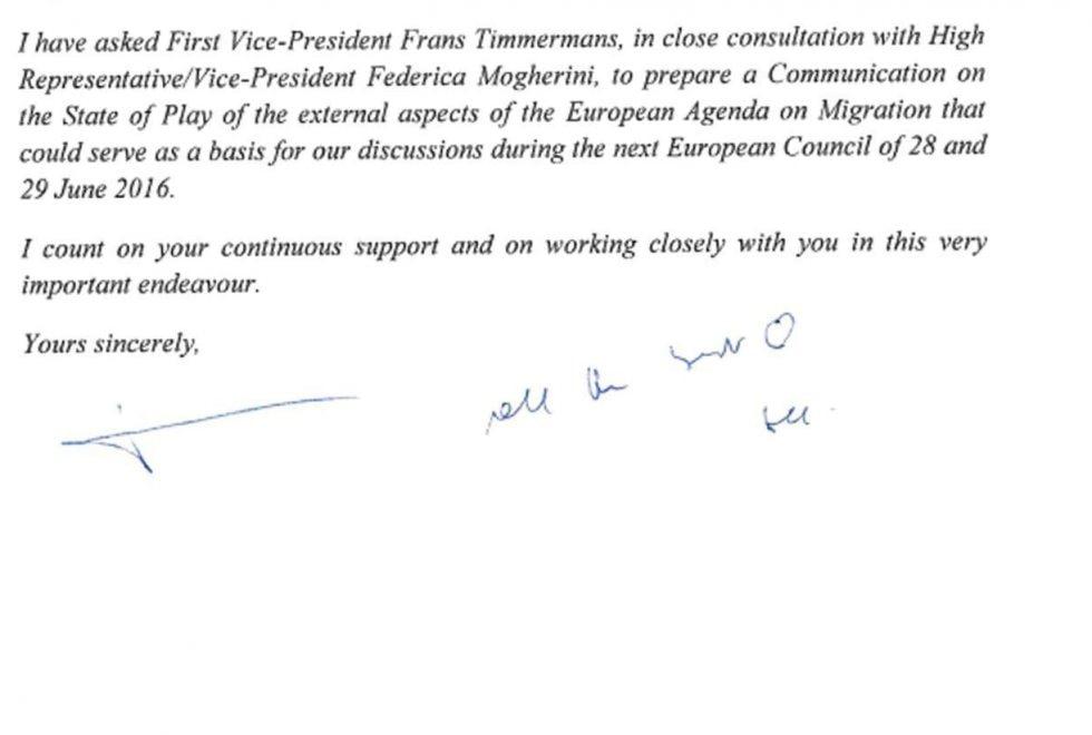 Migranti, Juncker scrive a Renzi e firma con un cuoricino