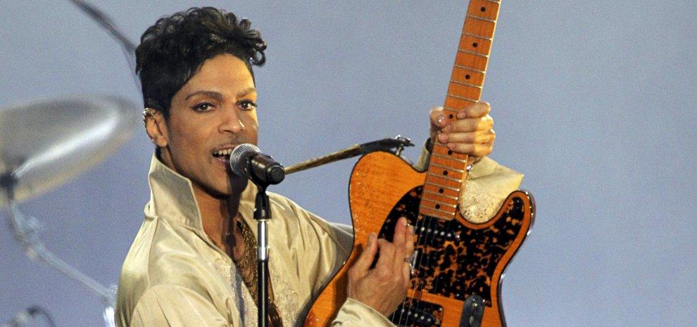 I mille volti di Prince, l'artista che viveva per la musica