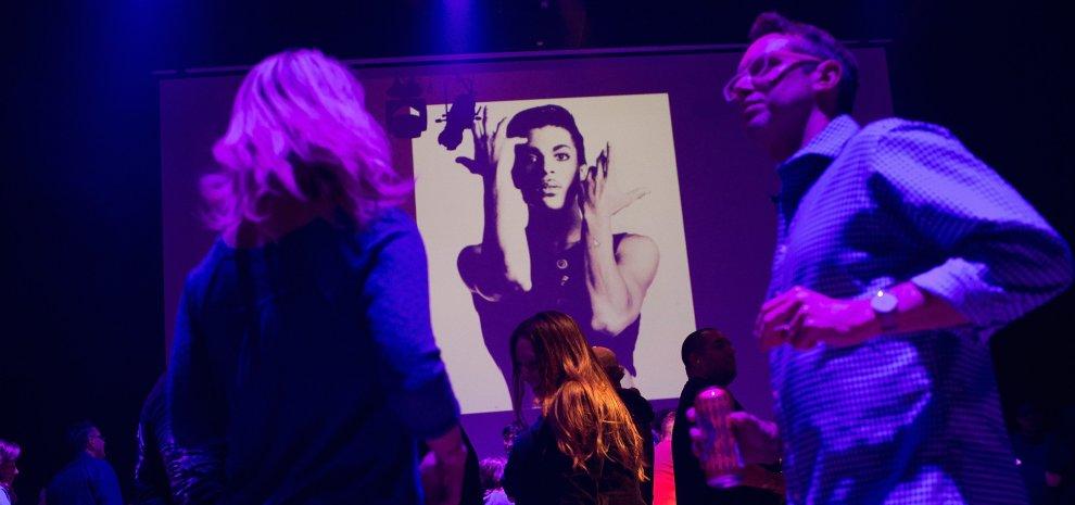 Prince, ancora mistero sulla morte. Sei giorni fa il ricovero per overdose
