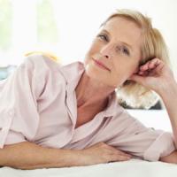 Menopausa,  frutta e verdura contro le vampate