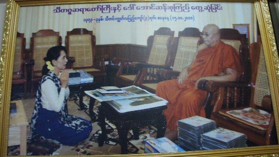 Il santone che sussurra ad Aung San Suu Kyi