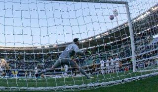 Verona-Milan 2-1: rossoneri ko al 95', Europa a rischio. Scaligeri in B