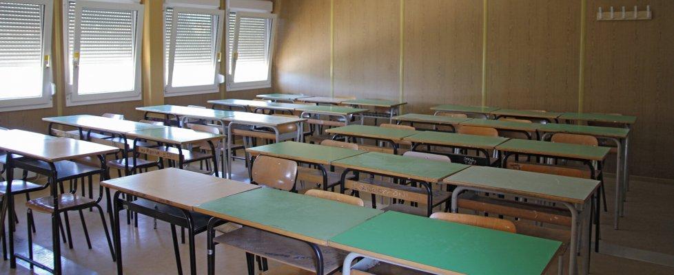 Soldi ai prof più anziani, anzi no, ai più tecno: il caos nelle scuole per i premi al merito