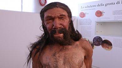 Così era fatto l'uomo di Altamura hanno ricostruito volto e corpo   Foto     Foto  La grotta dove fu scoperto