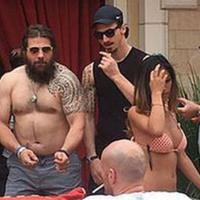 """Rugby, bravata Castrogiovanni: """"Parente malato"""", invece è al party di Ibra"""
