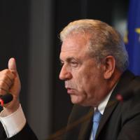 """Dimitris Avramopoulos: """"L'Italia deve prepararsi, arrivi in aumento, accelerate i..."""