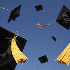 Gli universitari italiani si laureano sette mesi prima
