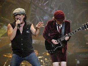 AC/DC, fan in rivolta boicottano Axl Rose