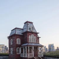 NY. Sul tetto del Metropolitan Museum rivive il Bates Motel