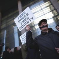 Turchia, due giornalisti condannati a due anni per vignette Charlie Hebdo
